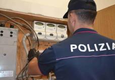 Vittoria – Intero stabile allacciato alla rete elettrica abusivamente. La Polizia arresta 4 persone
