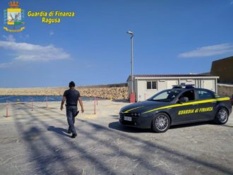 guardia-di-finanza-al-porto