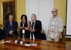 Modica – Premio Luce Iblea: consegnato al maestro fotografo Giovanni Chiaramonte